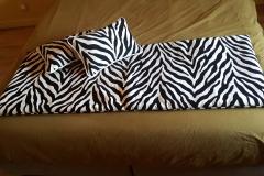 couture-ameublement-coussin-plaid-tissu-zebre-tapissier-bordeaux-gironde