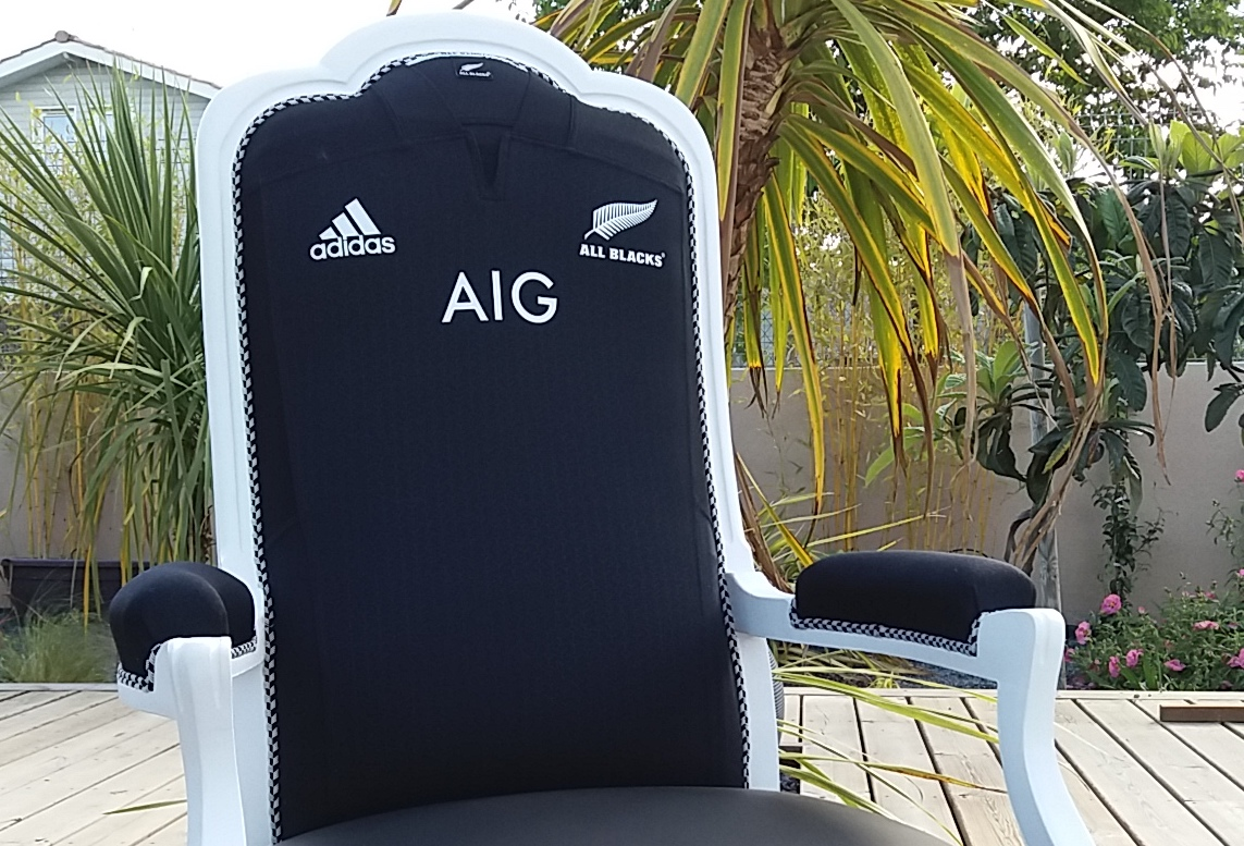 fauteuil voltaire relook faon rugby allblacks - Voltaire Relooke