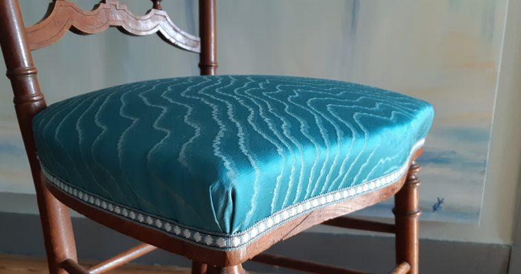 tapissier décorateur bordeaux – petite chaise volante – Tissu Clarke&Clarke