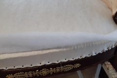 artisan-tapissier-renovation-fauteuil-bergere-style-empire-savoir-faire-traditionnelle-maud-salles-atelier-la-marquise-gironde-aquitaine6